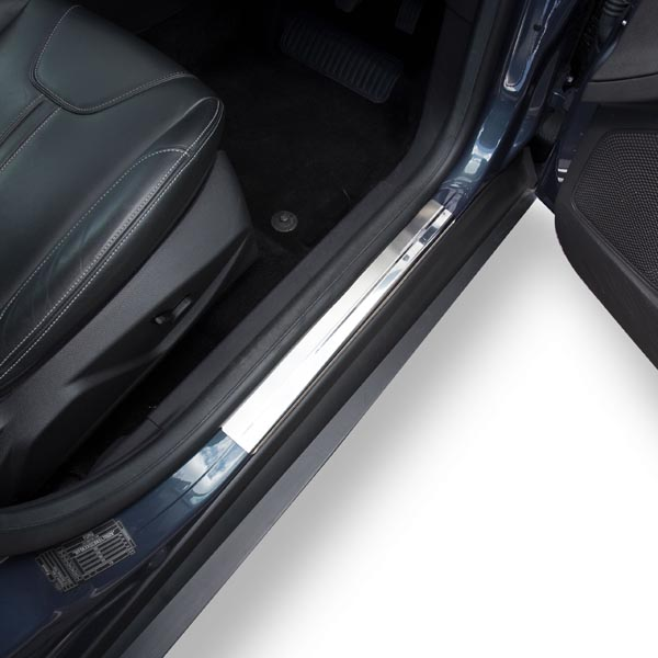 Travall® Sillguards für Ford Focus 5 Türer Fließheck (2010 >)